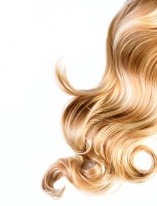 Blondes Haar mit Strähnen