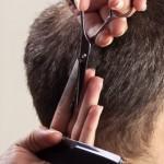 Männerfrisur entsteht AR Images - Fotolia
